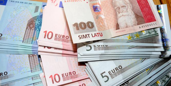 В латвии евро 200000 российских рублей